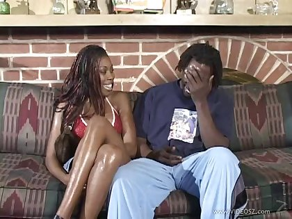Salacious amateur ebony giving a blowjob before getting smashed doggystyle
