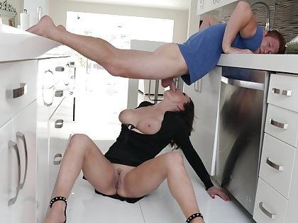 Excellent home porn with the needy wife after a kinky foreplay