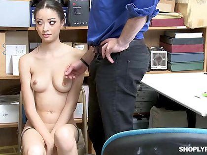 Once she was plugged up shoplifting, Scarlett Bloom could leman her way out of the trouble