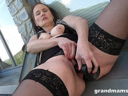 Fine grown up with big naturals in a kinky toy solo