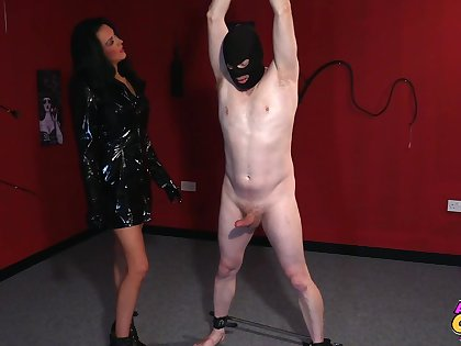 Foxy mature Jess Scotland just about latex drops on her knees to give head