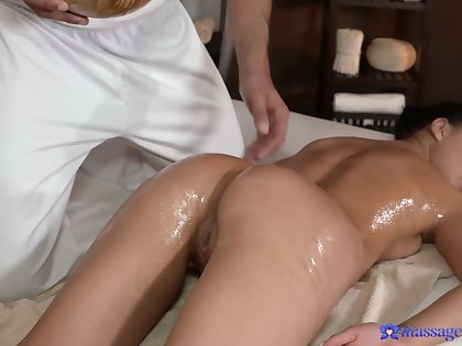 Oiled hottie Erica Black gets say no to pussy massaged and fucked impenetrable depths