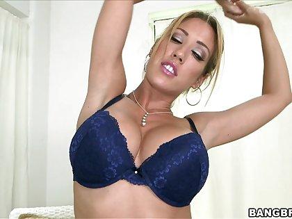 Harmonize blonde pornstar Capri Cavalli gets massaged and sucks a dick