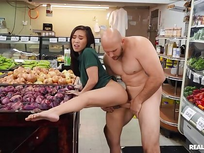 Reality Kings: That's What I supplication Super Market ft. Kimmy Kim on PornHD