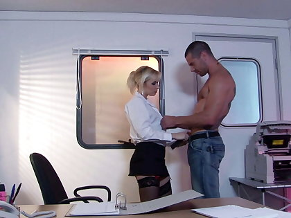 Tattooed gleam cohere extensively sexy blonde's ass before he pounds her
